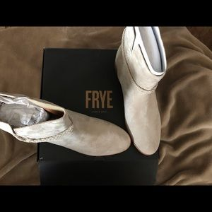 WOMANS NEW FRYE BOOTS